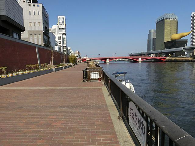 浅草駅からすぐ。近くに公衆トイレあり。